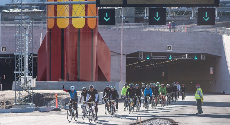Bicyclers racing through the Ranta tunnel.